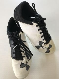Boys or girls soccer cleats - size 6