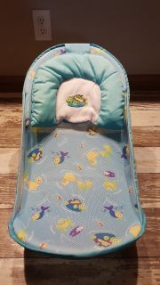 Baby bath seat like brand new!