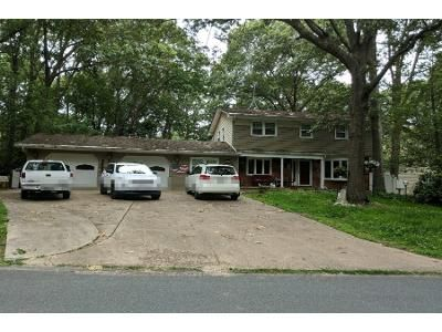 2.5 Bath Preforeclosure Property in Pasadena, MD 21122 - Sylview Dr