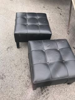 tufted black leather padded chair