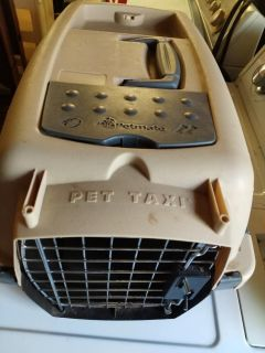 Petmate Pet Carrier in Excellent Condition