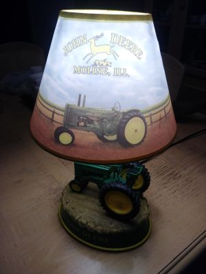 John Deere lamp. On/off switch. Music switch not working, otherwise in good condition.