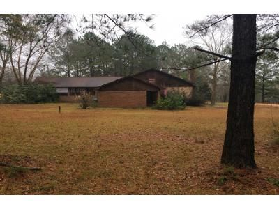 Preforeclosure Property in Flomaton, AL 36441 - Wagon Wheel Rd