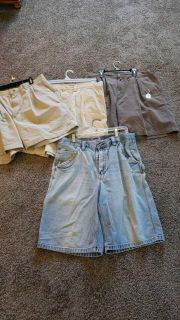4 pr mens 36 shorts. top3 Columbia. Jean's old navy. all in excellent condition. all 4 for 10.00