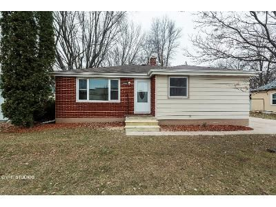 3 Bed 1 Bath Foreclosure Property in Green Bay, WI 54302 - Van Deuren St
