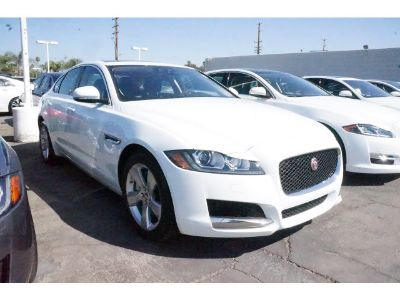 2017 Jaguar XF 20d (Polaris White)