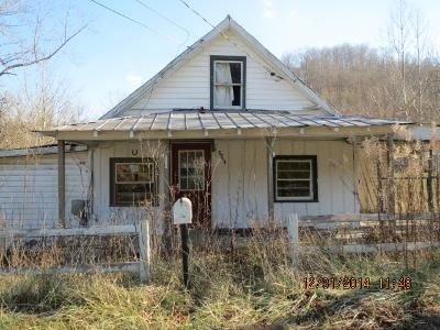 3 Bed 1.0 Bath Foreclosure Property in Louisa, KY 41230 - Highway 1760