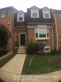 Beautiful 4 Bedroom 3.5 Bath Townhouse