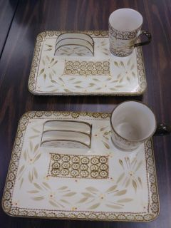8 pieces Really nice Temp-tations Set. Oven, microwave, dishwasher safe.