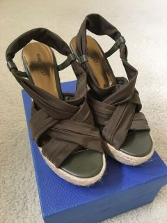 Strappy Olive Green Espadrille Sandals Size 8 M