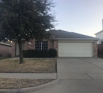 $4100 4 single-family home in Ellis County