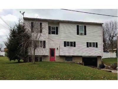 4 Bed 3.5 Bath Foreclosure Property in Jeannette, PA 15644 - Martha Ave