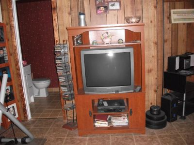 FREEE TV , STAND, VCR