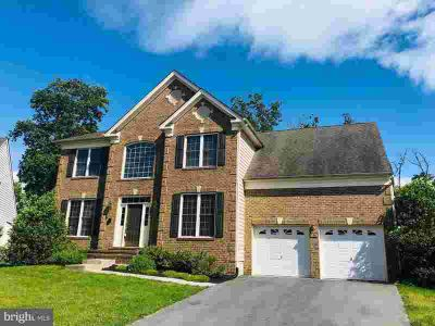 106 Norfolk CT WINCHESTER, This Four BR/2.5 BA colonial has
