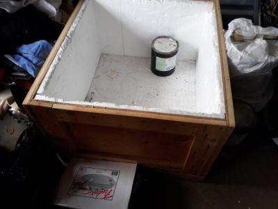 Insulated wooden crate with lid