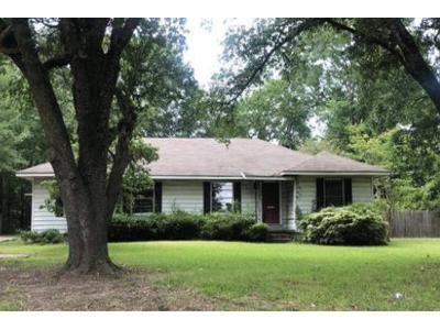3 Bed 2 Bath Foreclosure Property in Lufkin, TX 75904 - Pershing Ave
