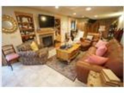 Great Four BR/Four BA family home in Plymouth!