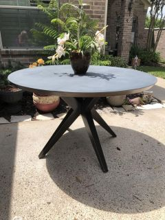 Large dining/breakfast table