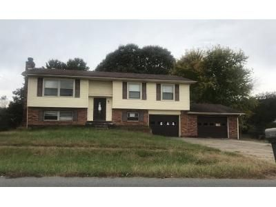 5 Bed 2.0 Bath Preforeclosure Property in Radcliff, KY 40160 - Cypress Dr