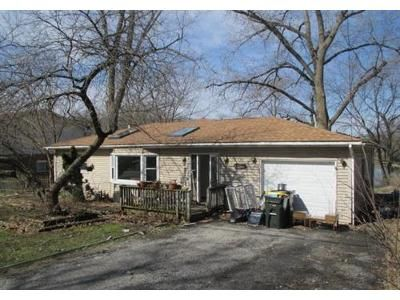 3 Bed 1 Bath Foreclosure Property in Lake In The Hills, IL 60156 - Council Trl