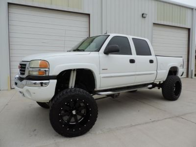 2005 GMC Sierra 2500HD Crew Cab 4WD SLT Loaded Lifted Duramax!!!
