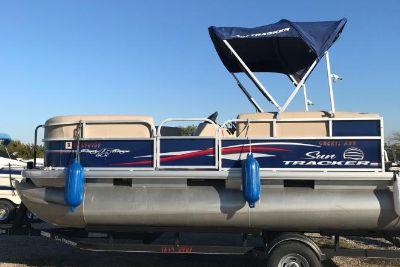 2017 Suntracker 18 DXL Party Barge