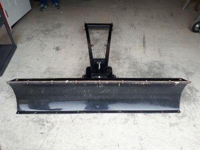5 foot ATV Plow with Universal Mounting Bracket