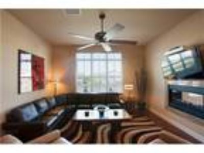 2 BR 2 BA corner unit, 3 mi from Epic