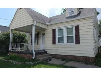 3 Bed 2 Bath Foreclosure Property in Peoria, IL 61604 - N University St