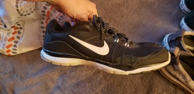 Womens Nike shoes. Excellent condition.
