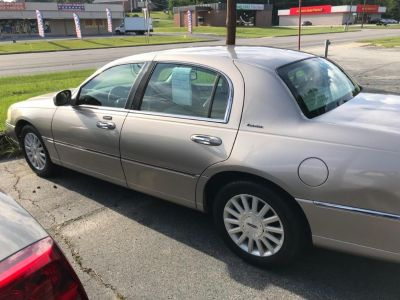 2003 Lincoln Town Car Executive (Brown)