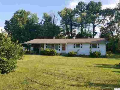 335 Fenway Dr PIGEON FORGE Three BR, Located in the heart of and