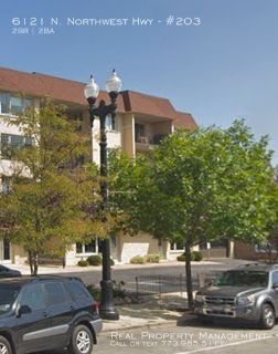 2 Bed 2 Bath condo with garage parking in Norwood Park!
