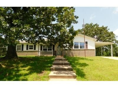 2 Bed 1.5 Bath Foreclosure Property in Stroud, OK 74079 - N Park Ave
