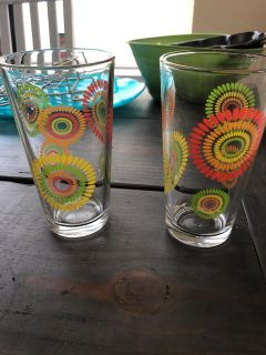 2 glass cups