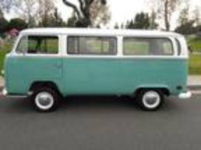 1971 Volkswagen Bus Vanagon