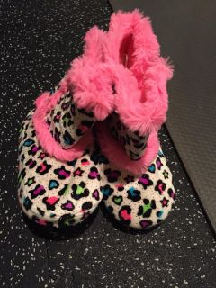 Like new girls size 10/11 boot slippers