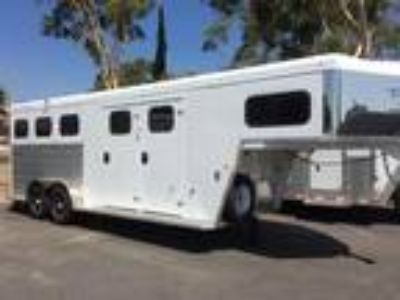 2019 Trails West SIERRA 3 horses