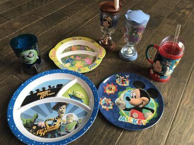 Kid plates and cups. Euc! $5