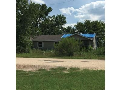 4 Bed 4 Bath Foreclosure Property in Springtown, TX 76082 - Rolling Gln