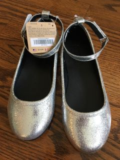 New girls crazy 8 silver dress shoes - size 2