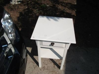 WHITE STAND OR END TABLE