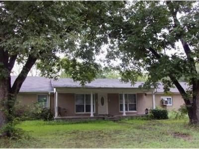 4 Bed 2 Bath Foreclosure Property in Kilgore, TX 75662 - Birdsong St