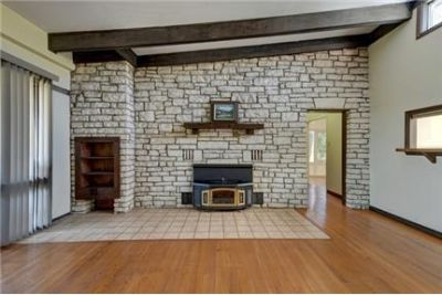 Ingram, Great Location, 3 bedroom House. Parking Available!