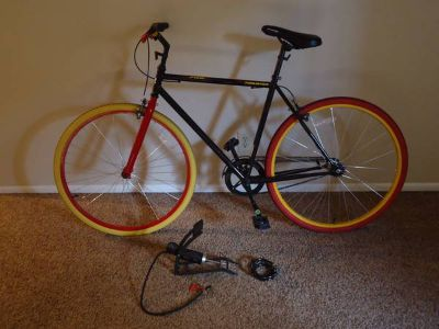 Fixie Thruster Bike, with bike lock  pump, Lightly used, Great deal