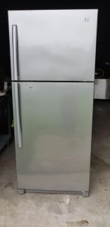 LG Refrigerator/ IT NEEDS TO REPAIR ELECTRONIC CHIP
