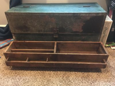 Vintage tool chest. In excellent condition!