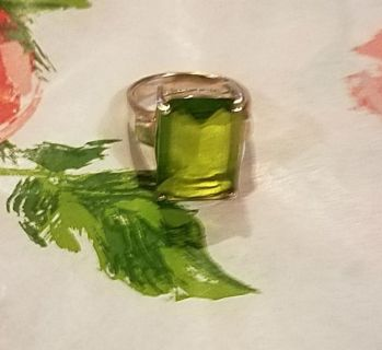 Gorgeous Green Glass Stone ring size 7.5