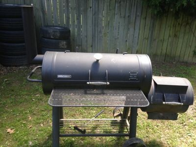 Large Brinkmann Trailmaster Limited Edition Offset Charcoe Smoker/Grill & Cover