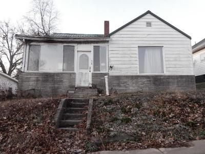 3 Bed 1 Bath Foreclosure Property in Oakland City, IN 47660 - W Washington St